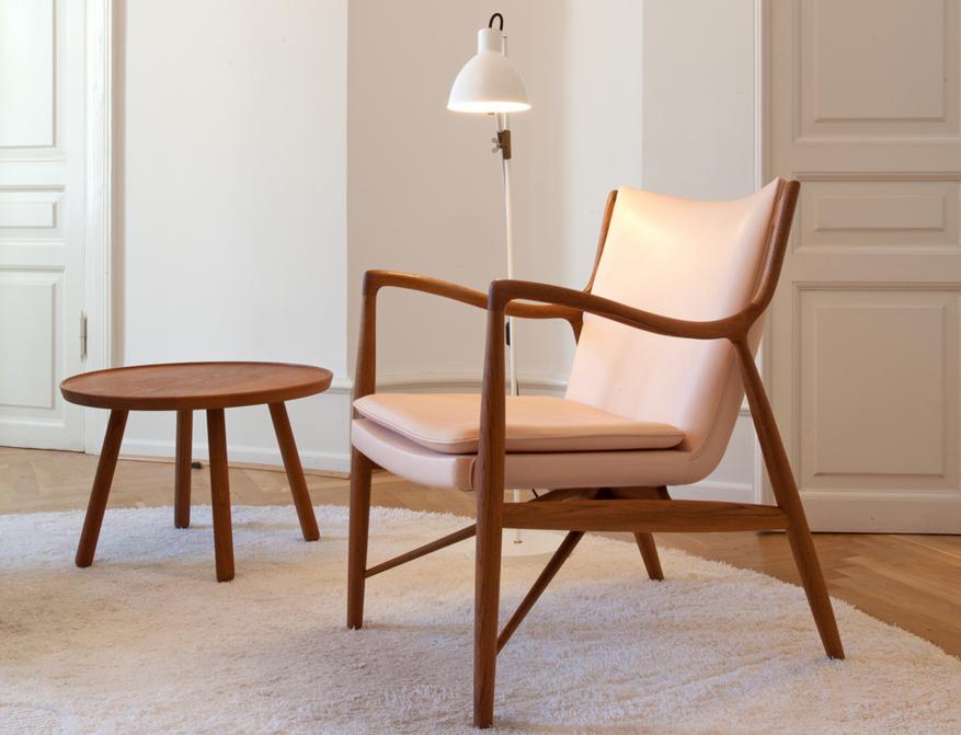 Der 45 Chair in Leder Natural von Finn Juhl gefertigt vom dänischen Hersteller One Collection