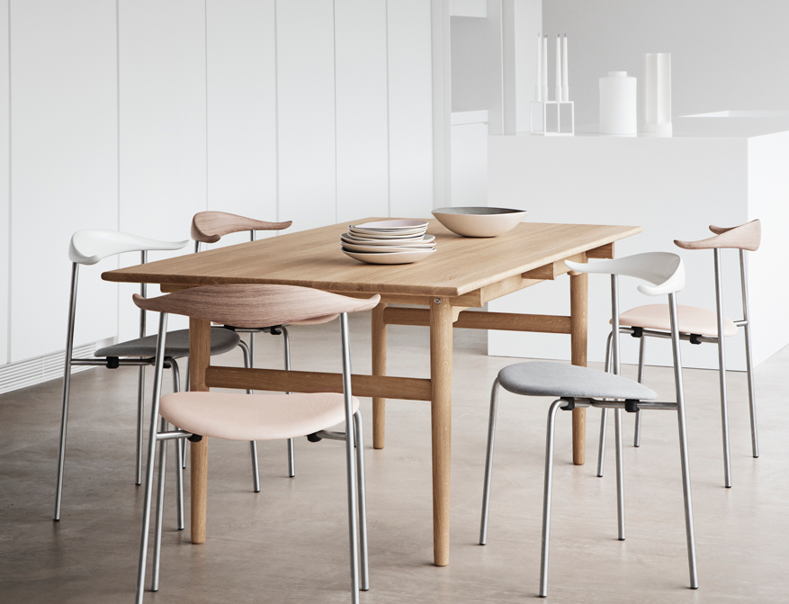 Der Stuhl CH88 in diversen Ausführungen mit Tisch CH327 in Eiche von Hans Wegner