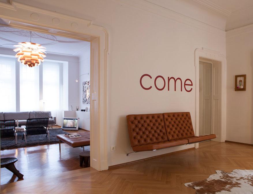 Das Wandsofa PK26 aus der Limited Edition 4x20 von Poul Kjaerholm im Falkenberg Apartment Munich