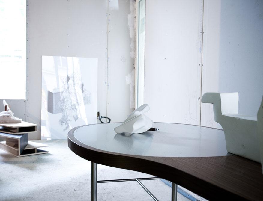 Der Ross Coffee Table in Walnussholz von Finn Juhl