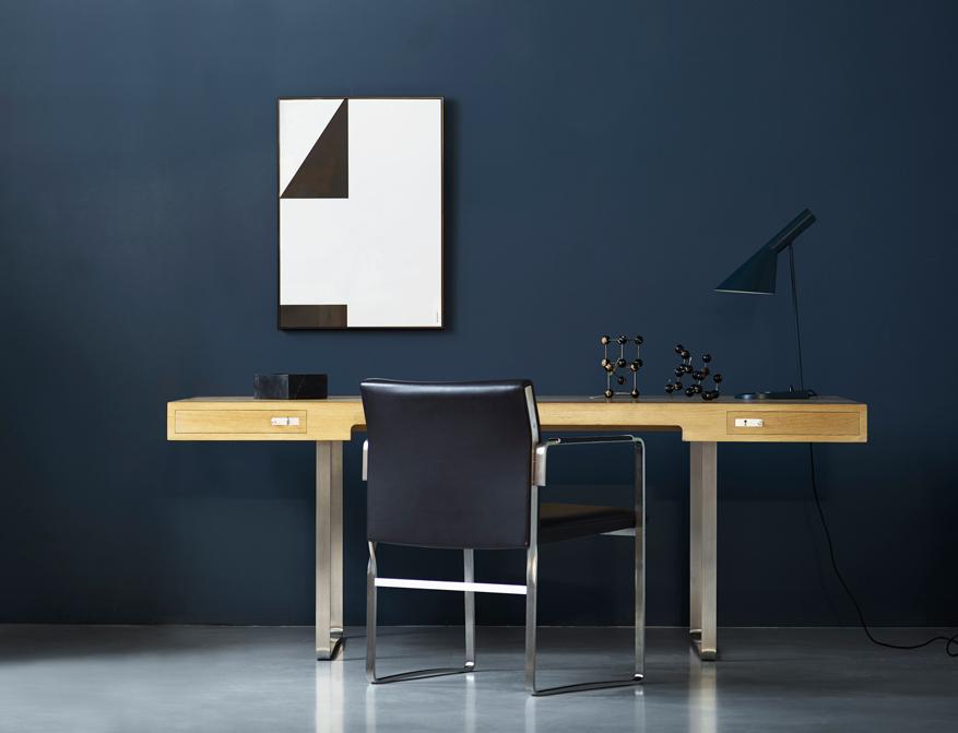 Der Schreibtisch CH110 in Eiche mit zwei Schubladen von Hans J. Wegner