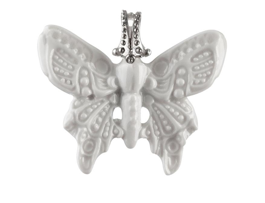 Der Schmetterling aus weiß glasiertem Biskuitporzellan mit Silberöse von Patrik Muff für die Porzellanmanufaktur Nymphenburg
