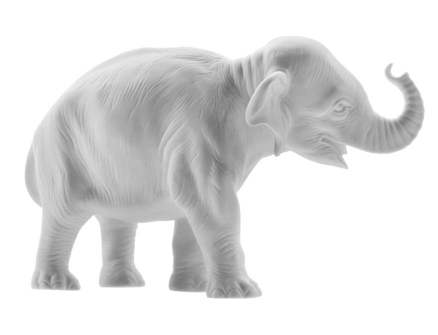 Der junge Elefant Hilde aus weißem Biskuitporzellan gefertigt von der Porzellanmanufaktur Nymphenburg in München