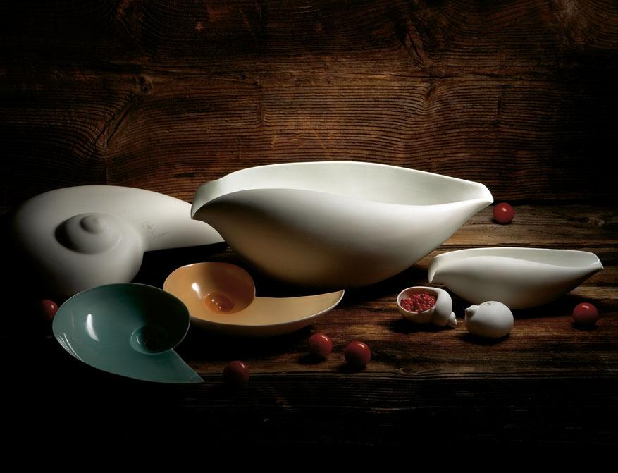 Verschiedene Muschelschalen in verschiedenen Ausführungen von Ted Muehling für die Porzellan Manufaktur Nymphenburg