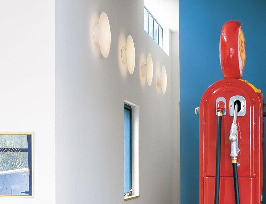 Die AJ Eklipta Wandleuchte von Arne Jacobsen hergestellt von Louis Poulsen