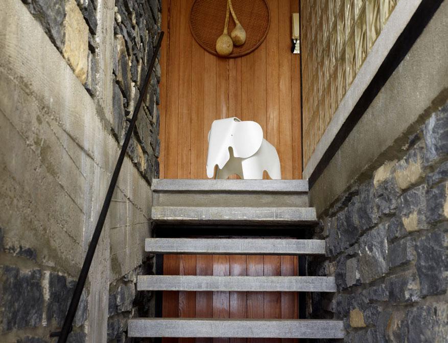 Eames Elephant von Charles und Ray Eames by Vitra in Ausführung weiß
