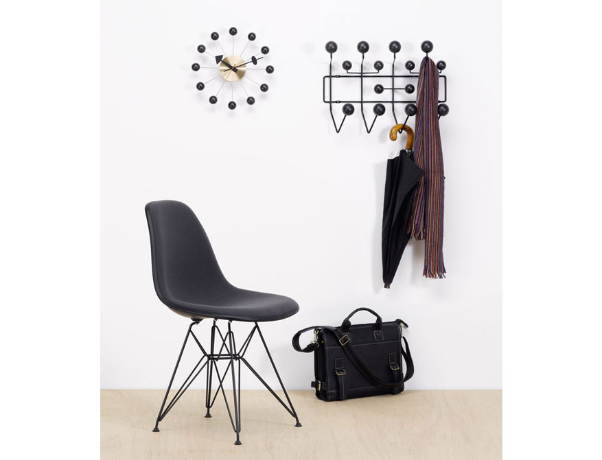 Ball Clock in schwarz/Messing von George Nelson mit Hang it all Garderobe special edition