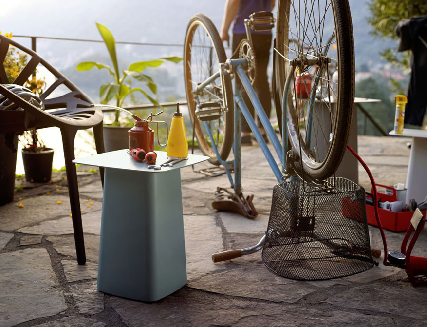 Metal Side Table (Outdoor) mittel in eisgrau von Ronan & Erwan Bouroullec
