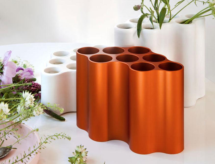 Nuage Vasen in Ausführung small und medium in den Farben burnt orange und céramique von Vitra