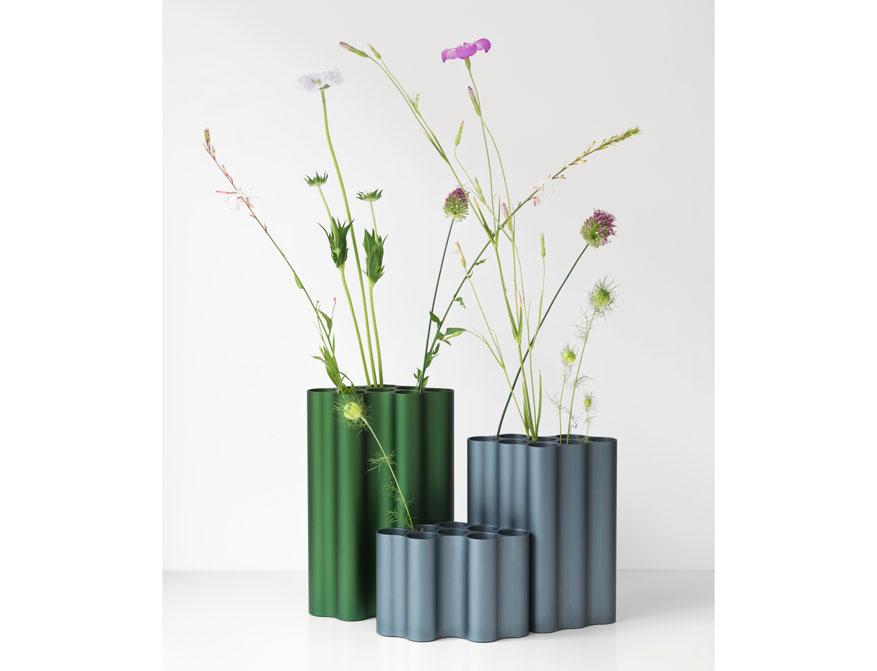 Nuage Blumenvase in small, medium und large in stahlblau und efeu von Ronan & Erwan Bouroullec