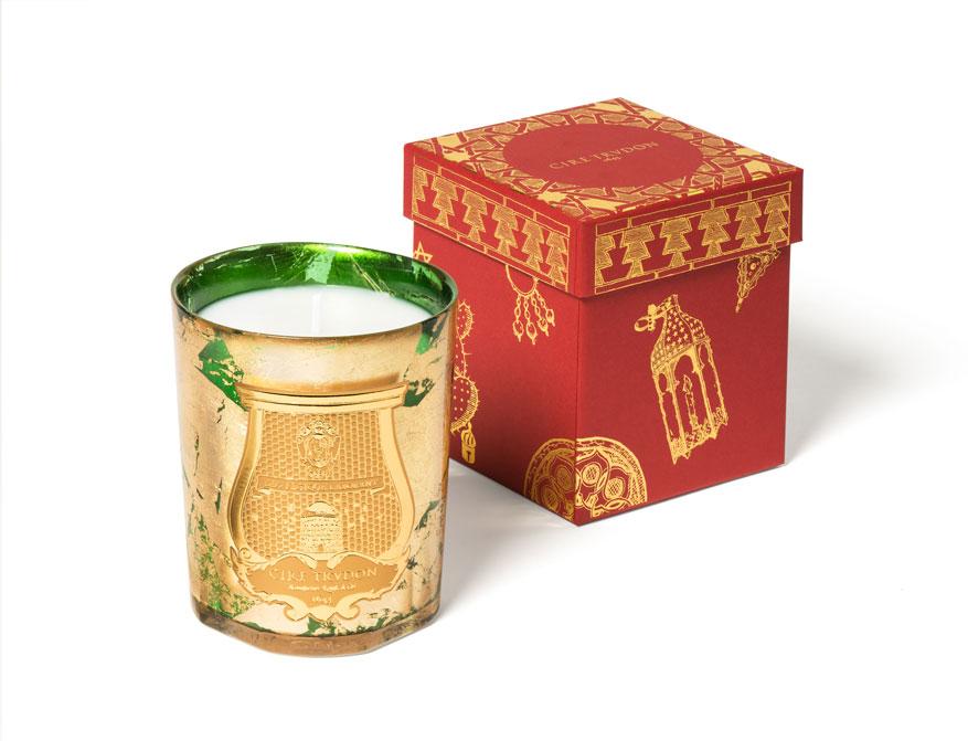 Die Duftkerze Gabriel in grün-goldenem Glas aus der limitierten Christmas Kollektion 2020 von Cire Trudon