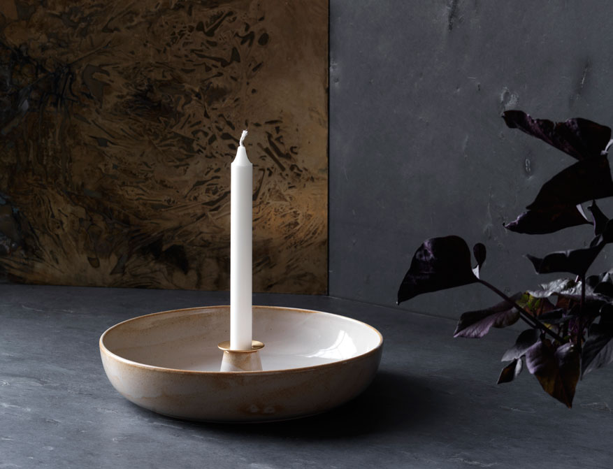 Die Earthenware Light Tray Schale aus Keramik von Cecilie Manz