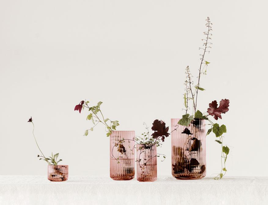 Vase oder Windlicht in burgundy aus Glas in verschiedenen Größen von Lyngby