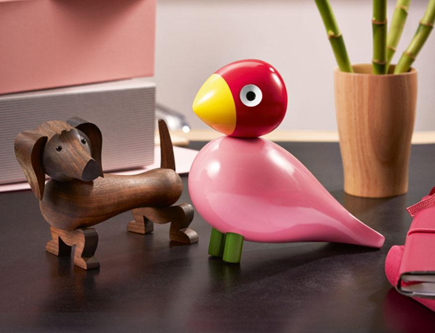 Singvogel Ruth aus bemaltem Buchenholz in rosa/rot und Dackelhund von Kay Bojesen