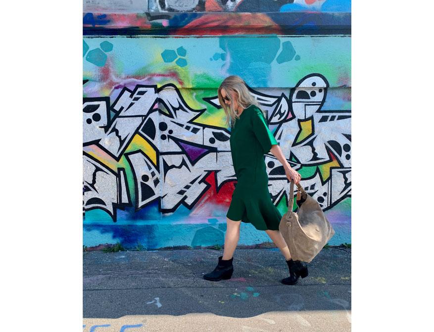 Kleid Farbe Grün mit Knöpfen an der Schulter von Odeeh und