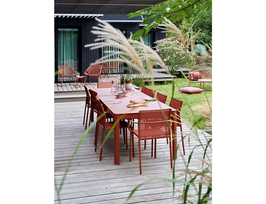 Outdoor Möbel in der Farbe Ocre von Fermob