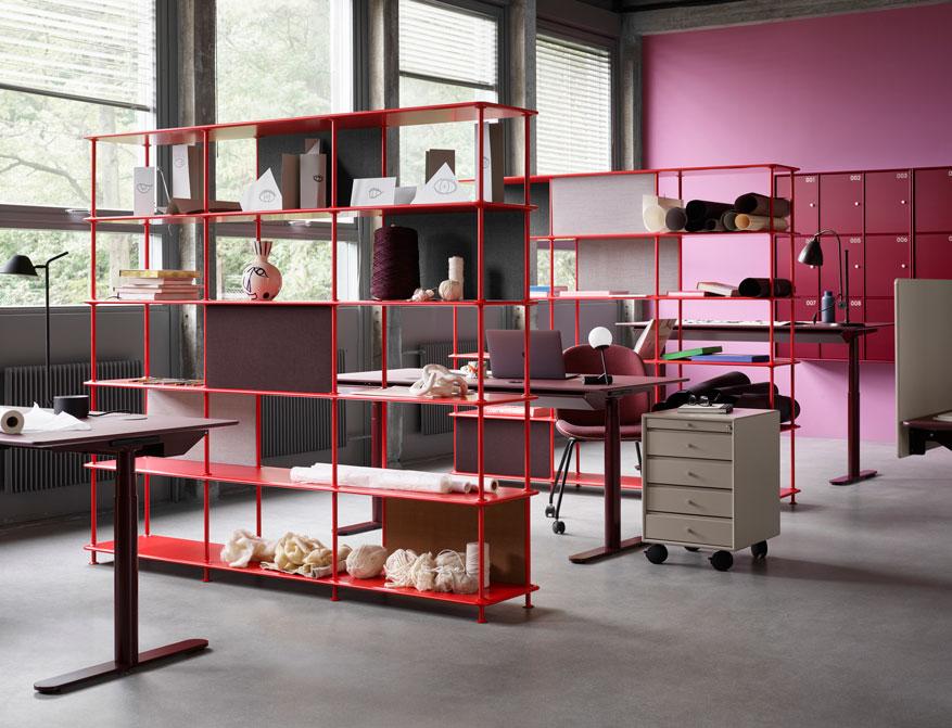 Montana Office MontanaFree, HiLow und Lockers in Ausführung Red und Storage auf Rollen
