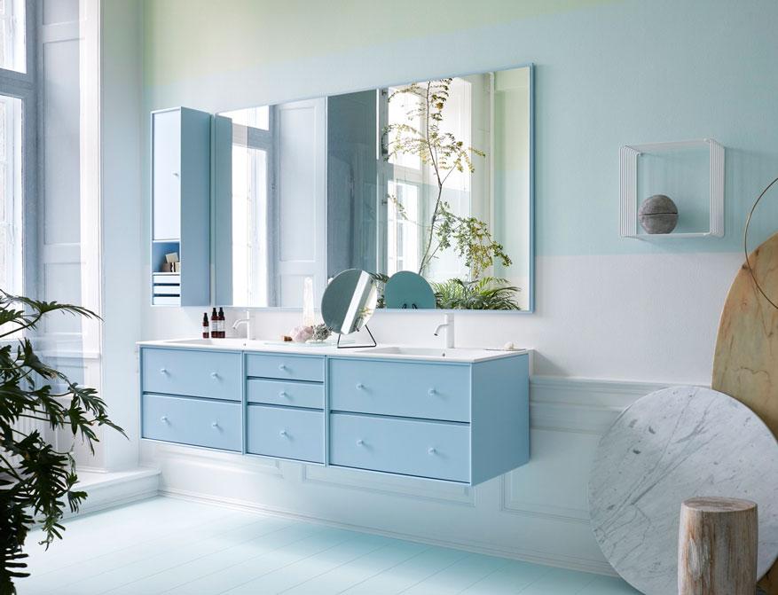 Montana Bathroom Element Sink mit Schubladen, Storage und Spiegel in der Farbe Flint daneben Panton Wire in weiß