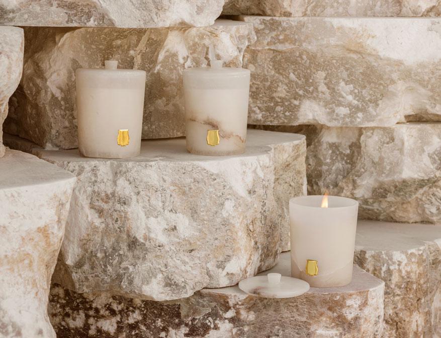 Die Duftkerzen Les Albâtres im Gefäß aus Alabaster von Cire Trudon