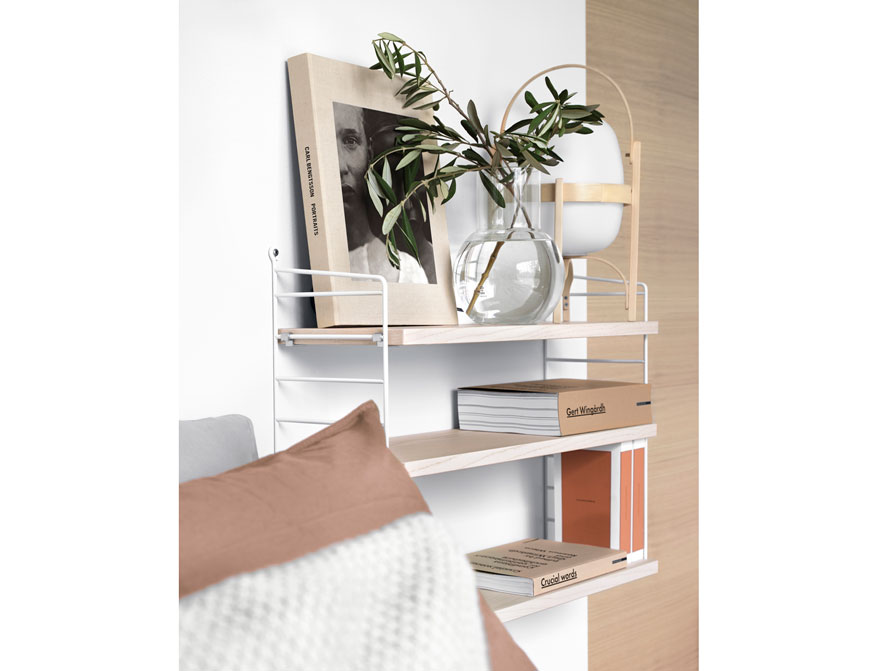 Bedroom Regalsystem von String Furniture in Ausführung weiß und Esche