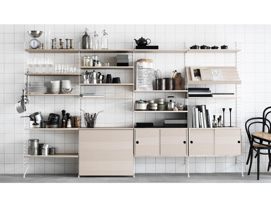 Kitchen Regalsystem von String Furniture in Ausführung weiß und Esche