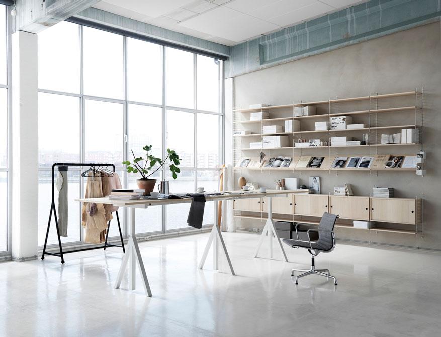 Office Regalsystem von String Furniture in Ausführung weiß und Esche mit Working Desk in Ausführung weiß