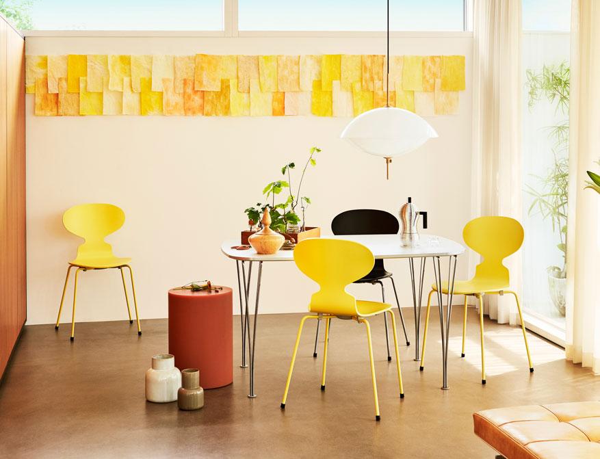 Der Tisch FH125 von Piet Hein und Bruno Mathsson in Ausführung Laminat weiß und Spannbeine in Aluminium by Fritz Hansen