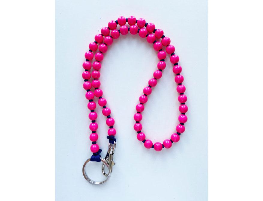 Das lange Schlüsselband in Ausführung Neonpink/dunkelblau von Ina Seifart