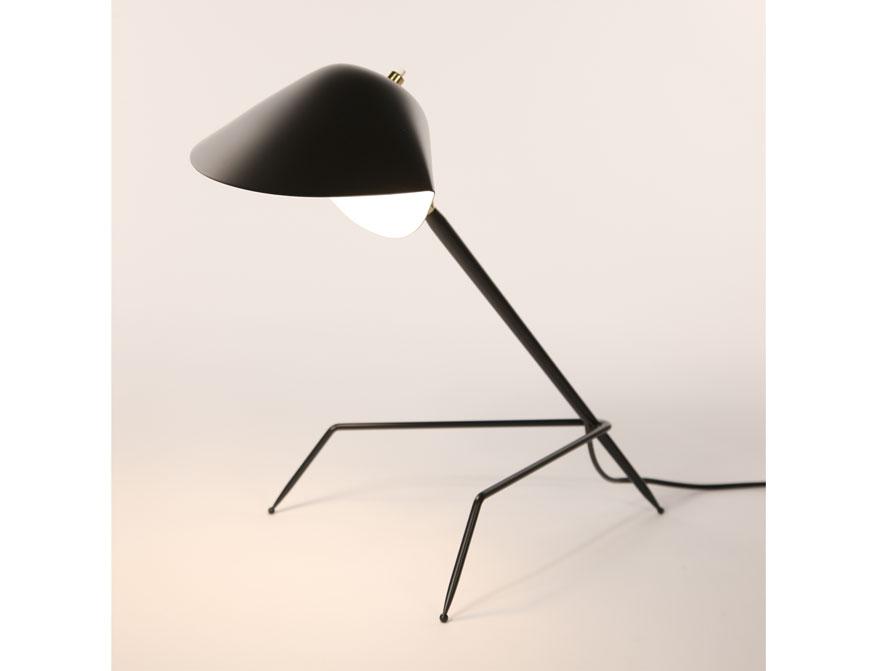 Die Tischleuchte Tripode in Ausführung schwarz von Serge Mouille